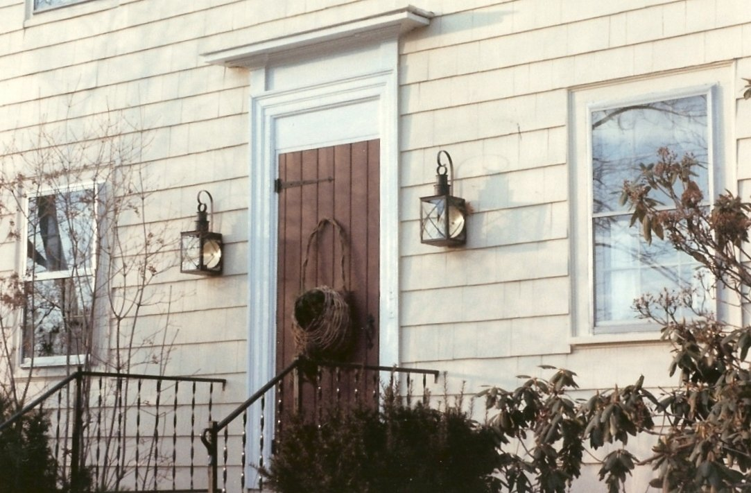 Colonial reproduction wall lantern copper lanterns for Colonial exterior lighting