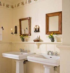 room9-bathS-115AS-108-TBLACKSMITHINN2-352x365