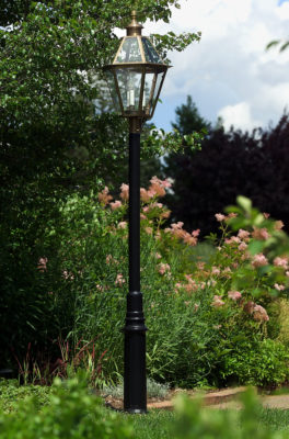 Hammerworks Aluminum Lantern Post: The Essex