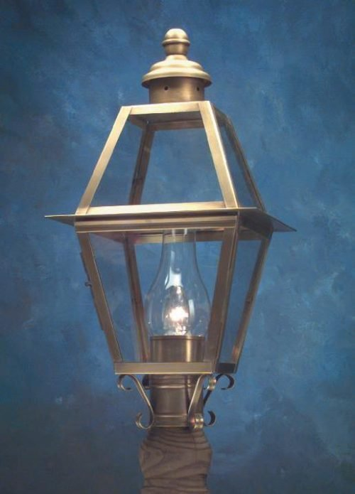 Hammerworks Handcrafted Copper Colonial Small Post Lantern P112 Shown In Antique Brass